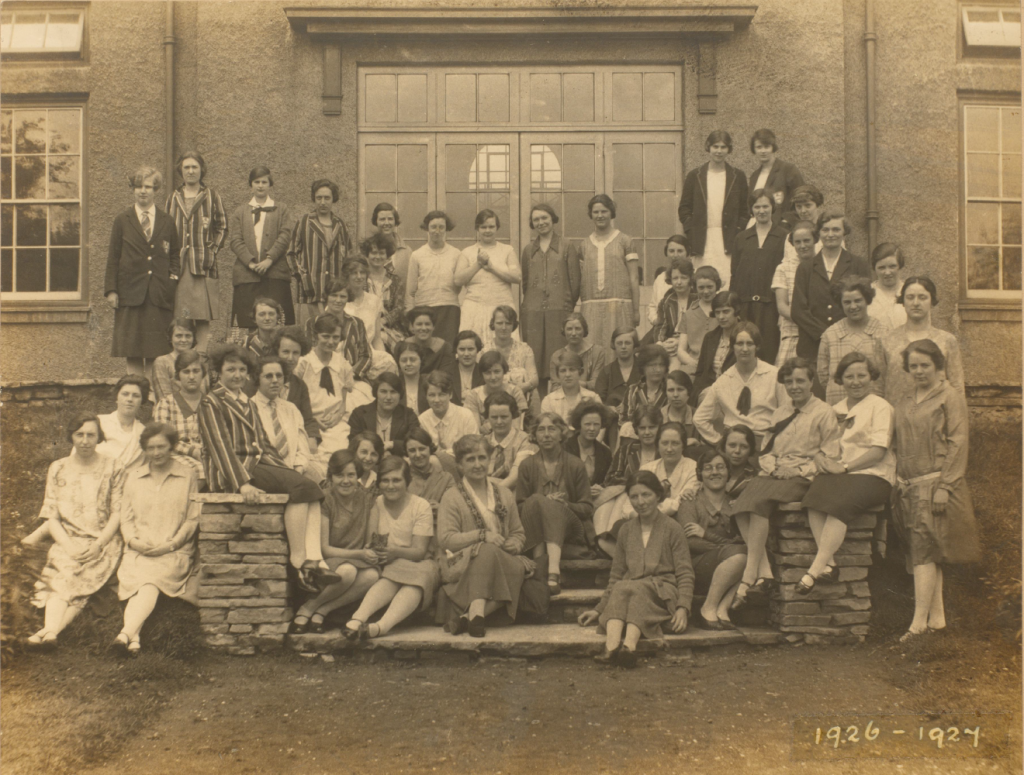 The 1926-7 cohort of University Hall residents.